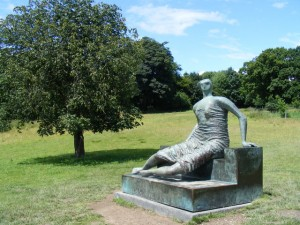 """Reclining Figure at Yorkshire Sculpture Park - geograph.org.uk - 519117"" by David Sands. Licensed under CC BY-SA 2.0 via Wikimedia Commons - https://commons.wikimedia.org/wiki/File:Reclining_Figure_at_Yorkshire_Sculpture_Park_-_geograph.org.uk_-_519117.jpg#/media/File:Reclining_Figure_at_Yorkshire_Sculpture_Park_-_geograph.org.uk_-_519117.jpg"